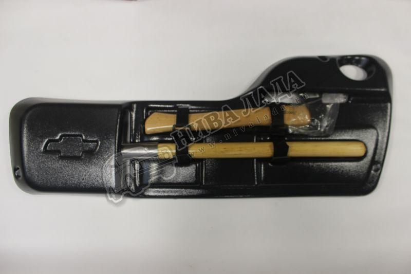 Топор с лопатой в футляре на заднюю дверь 2123 Ф-ДИЗАЙН